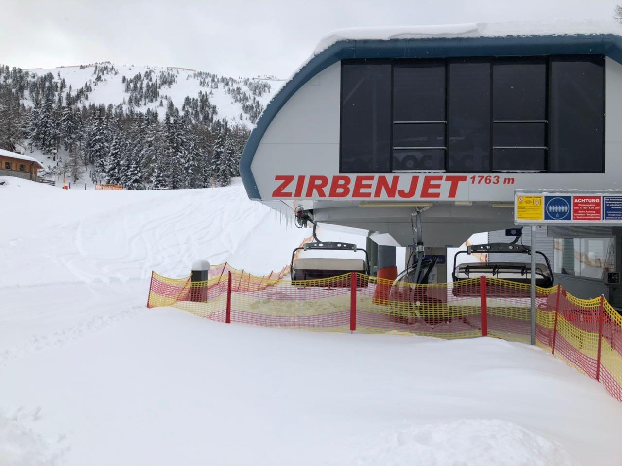 Der Zirbenjet bringt emsige Ski- und Snowboardfahrer schnell hinauf